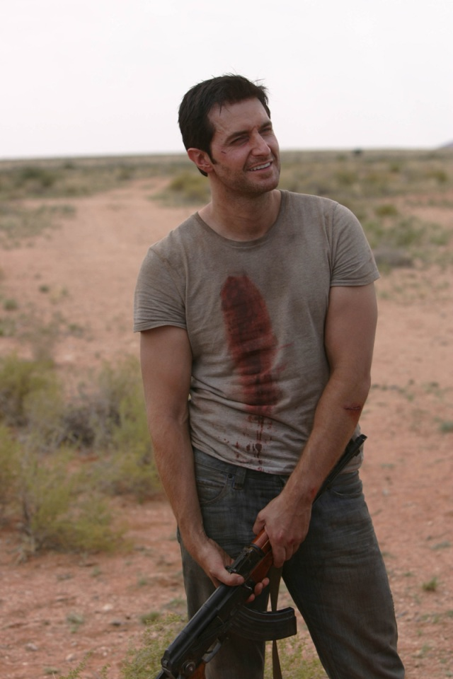 Richard Armitage behind the scenes in Strike Back